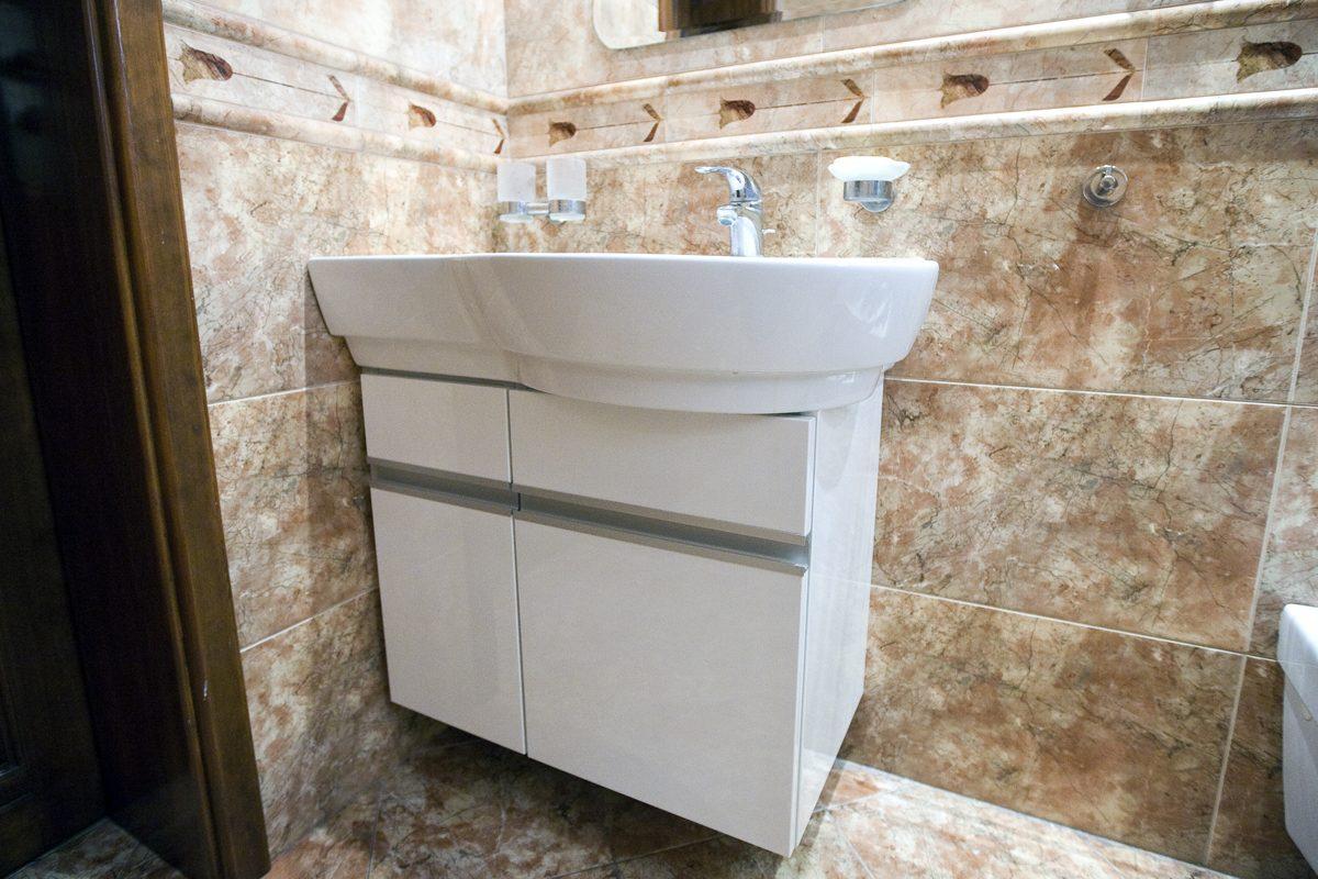 szafka pod umywalkę w łazience