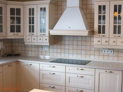 Białe i fronty kuchenne i blaty