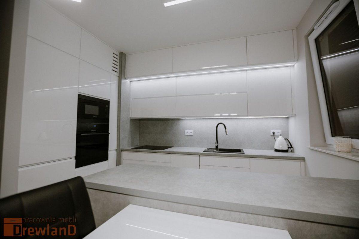 Kuchnia nowoczesna w bieli