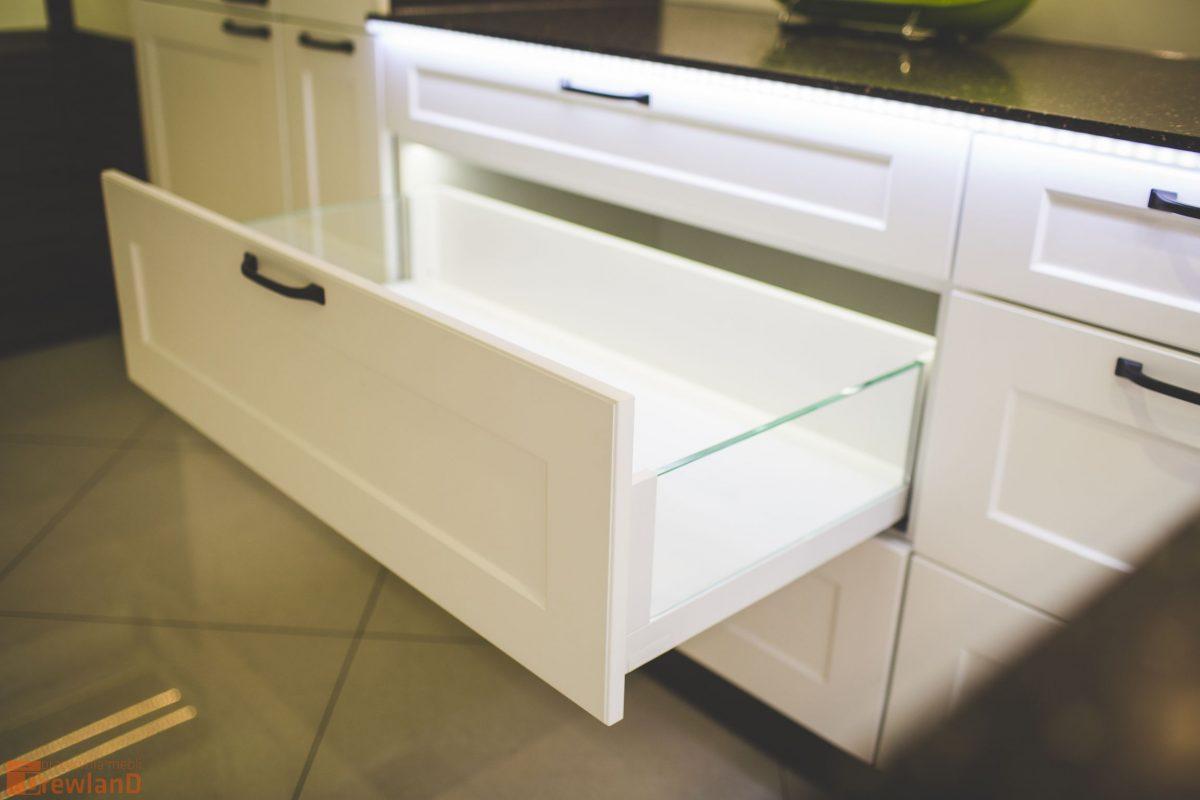 Jak zapewnić porządek w kuchni szuflady