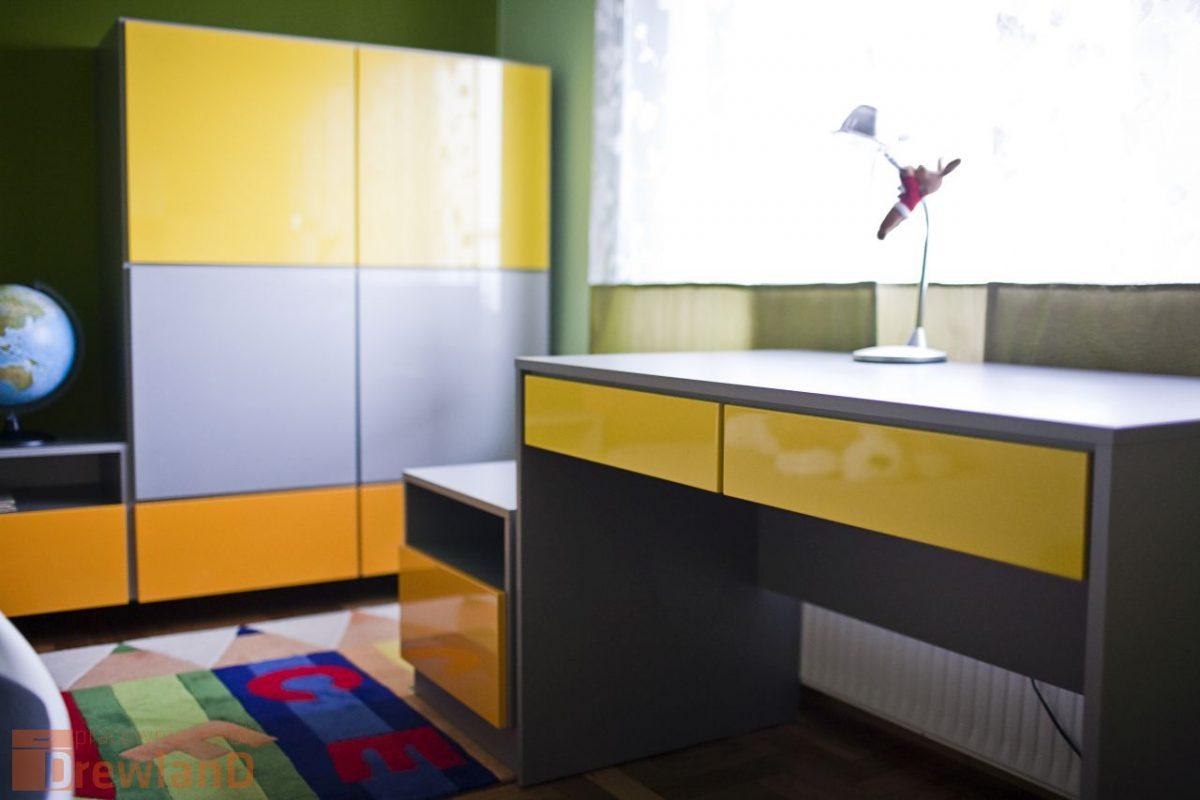 pokój dla ucznia biurko